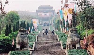 西山风景区位于南充顺庆区城西郊