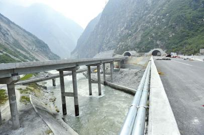 朝天门大桥分及层-<IMG>桥隧比76.3%远超雅西高速  映汶高速主要沿着河谷地带行进,图片