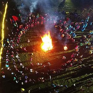 國社@四川|涼山火把節回歸傳統 萬名彝族同胞共歡慶