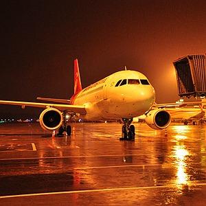 國社@四川|成都機場遭遇雷暴天氣近9000名旅客行程受阻