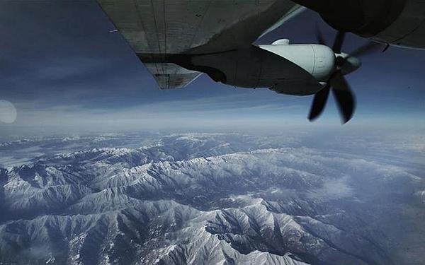 國社@四川 西部戰區空軍首次出動運-9飛機空轉搶救高原病危軍人