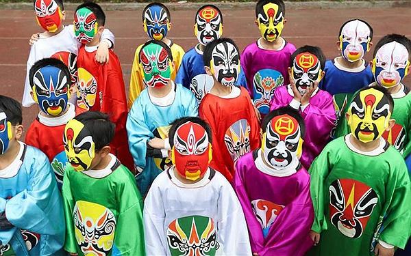 国社@四川|传承经典 成都45名学生和21名家长自编自演京剧节目