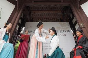 """成都杜甫草堂博物馆举行""""五四""""成人仪式传承礼乐文化"""