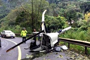 國社@四川|一架小型觀光直升機在峨眉山景區公路墜落 機上兩人輕傷