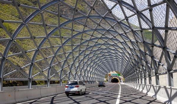國社@四川 汶馬高速部分路段建成通車