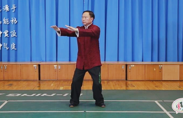 """新華(hua)網短視頻(pin)防疫""""宅""""家, 一huang)鵠醋zuo)武(wu)術(shu)健身操(上)"""
