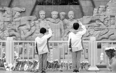 四川省各地迎來祭掃高峰 遠程祭比往年增加一倍