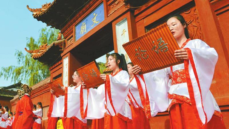 四川:小長假第二日景區門票收入1647余萬元 接待遊客139.7萬人次