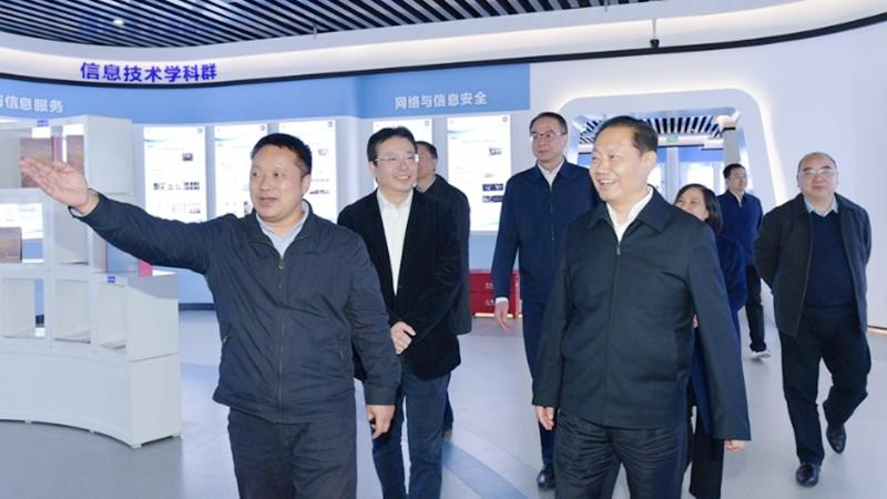 彭清華在成都信息工程大學調研時強調:努力辦好人民滿意大學