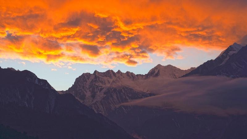 冬日若丁山:遠眺雪山 近看彩林