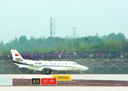 成都天府國際機場完成投産校飛 計劃本月下旬開始試飛