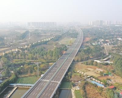 成都天府國際機場高速公路主線試跑成功