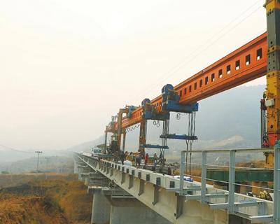 2243.9米 成昆鐵路復線金鳳村雙線特大橋完成架梁