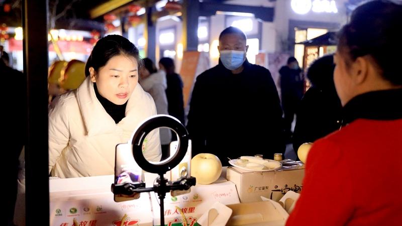 國社@四川|四川華鎣:開設農産品夜市助增收
