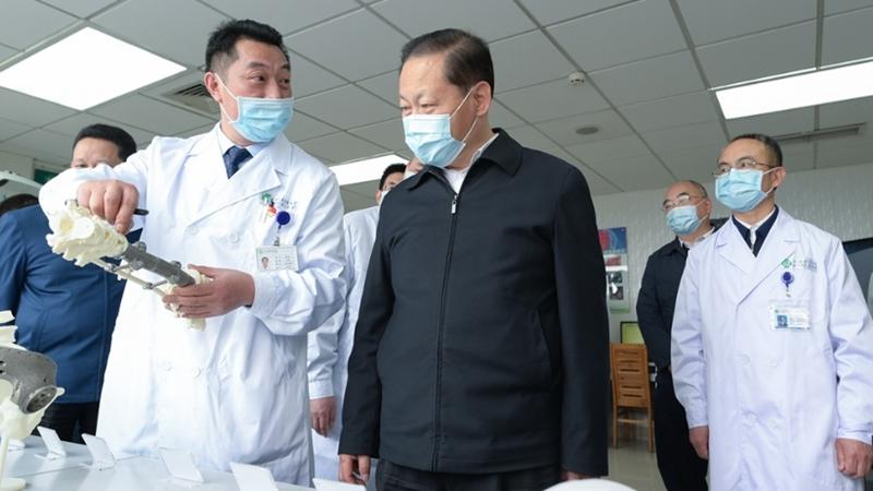 彭清華在省人民醫院調研座談,強調要努力創建全國區域醫療中心、躋身一流臨床研究型醫院